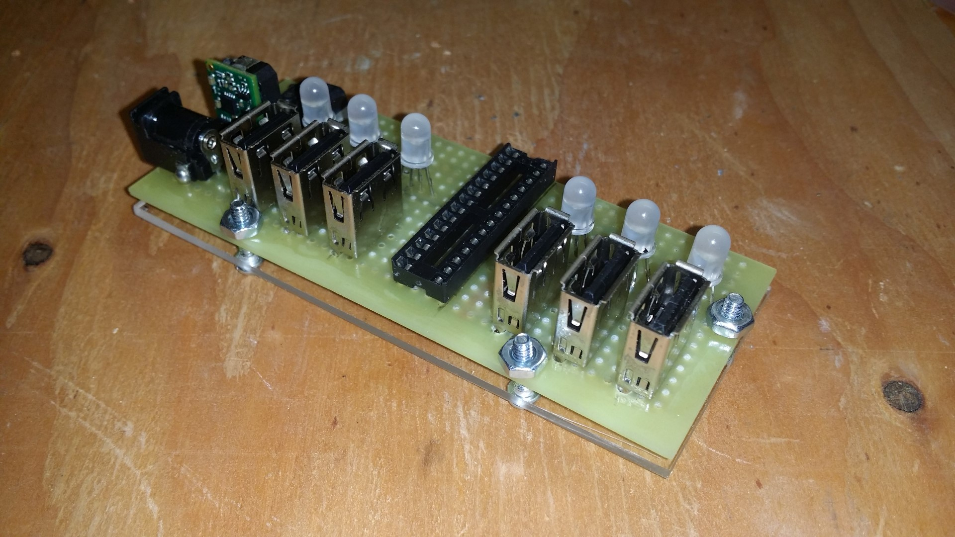 This 6X Usb Charger Has A Current Monitor | Atmel | Bits & Pieces - Diy Power Bar Wiring Diagram Usb Charger